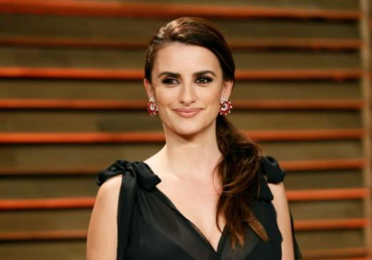 American Crime Story News First Image Of Penelope Cruz As