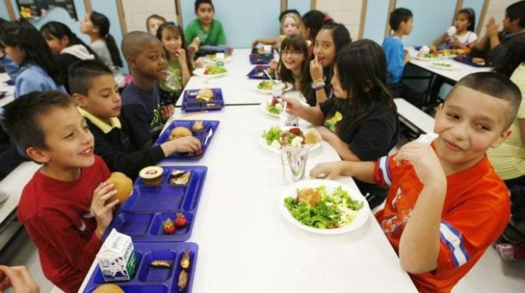 Students eating lunch