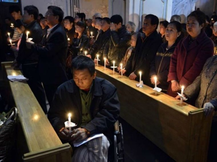 Chinese Christians pray