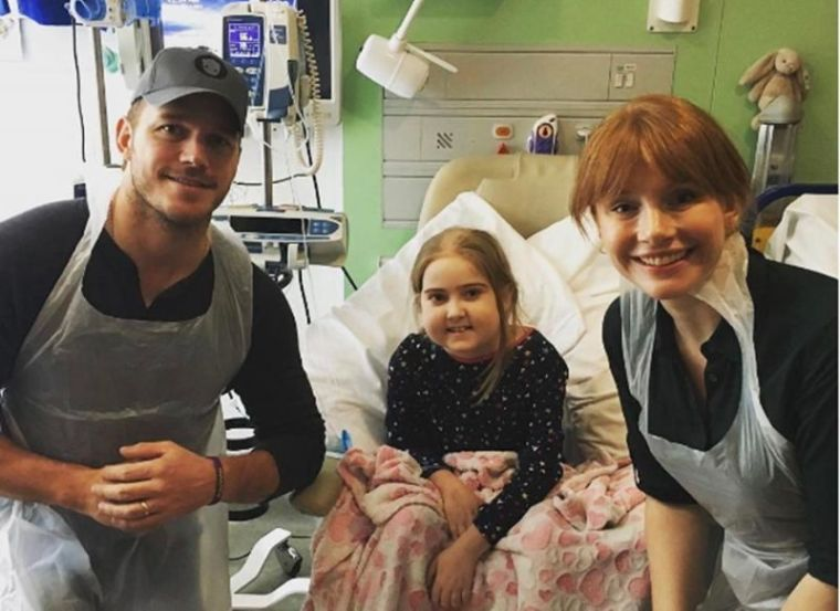 Chris Pratt visits London hospital