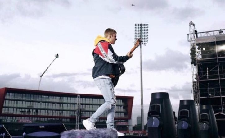 Justin Bieber Shames the Devil While Worshipping to Hillsong