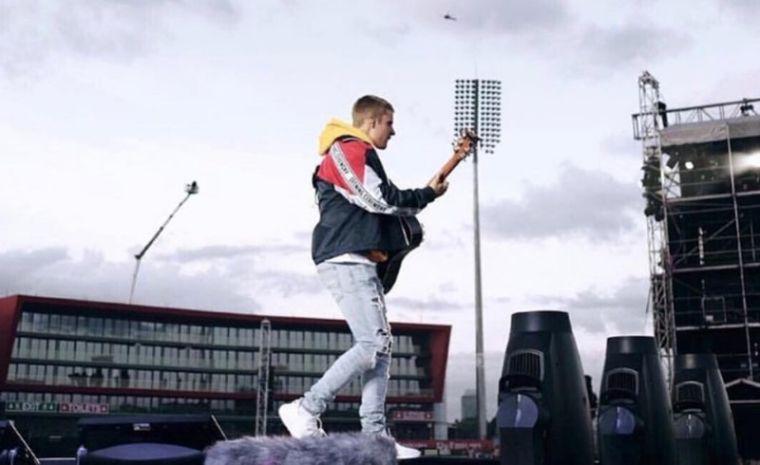 Justin Bieber at June 4, 2017 Manchester concert