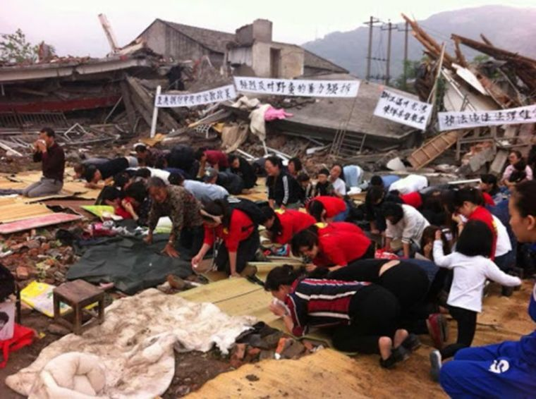 Chinese Christians worship in demolished church