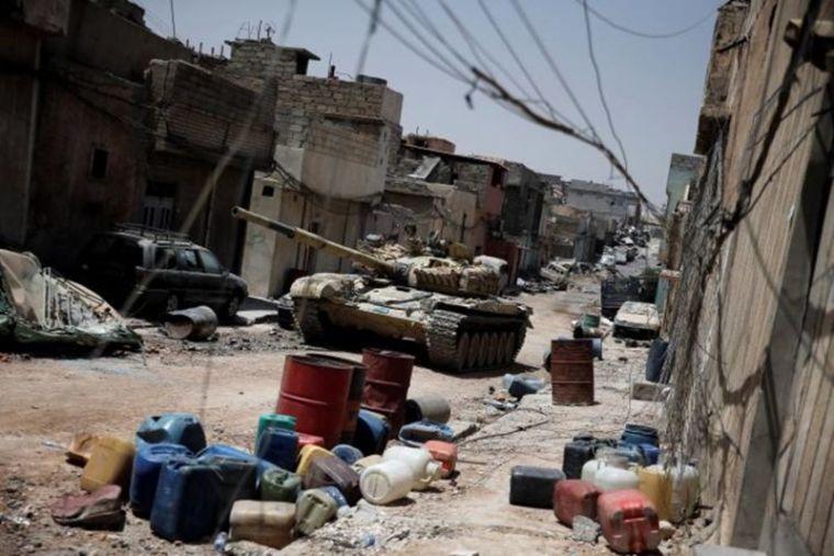 Iraqi tank in battle for Mosul
