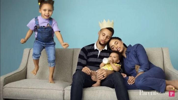 a636074d79a Stephen and Ayesha Curry pose with their kids