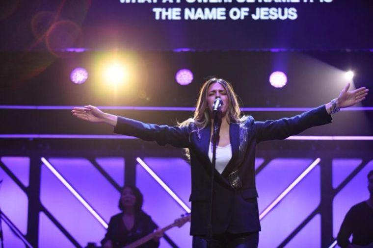 Brooke Ligertwood, hillsong worship, dove awards