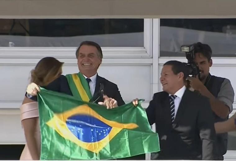 Jair Bolsonaro (L)