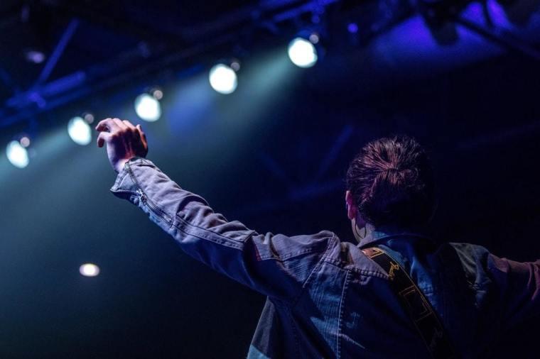stage, worship, celebrity