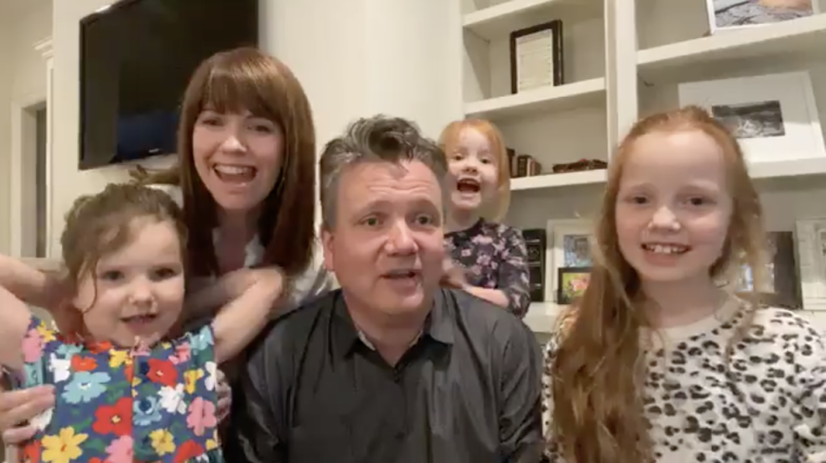 "WATCH: Over a Million People Tune in to Keith and Kristyn Getty's Online ""Family Hymn Sing"" Concert Series"