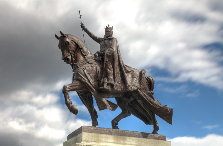 Archdiocese of St. Louis in Missouri Defend Statue of France's King Louis IX After Praying Catholics Clashed With Protesters Who Wanted to Tear It Down