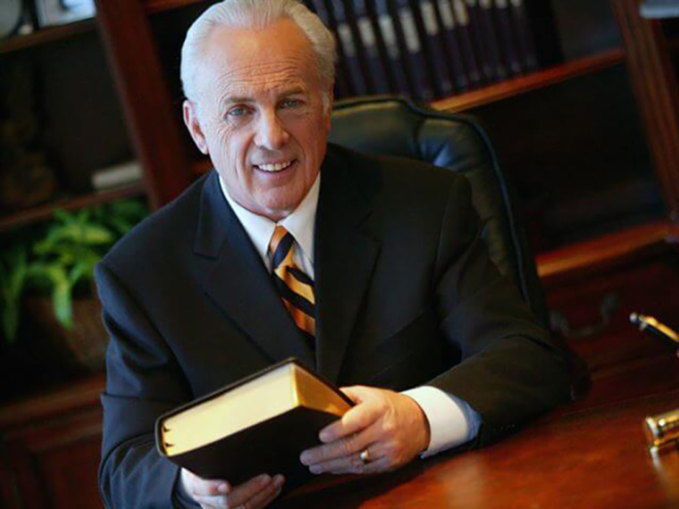 Grace to You Director Denies Report Saying John MacArthur Makes Over 0,000 a Year from Ministry