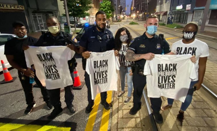 Police allow pro-lifers to paint 'black preborn lives matter' outside Baltimore Planned Parenthood