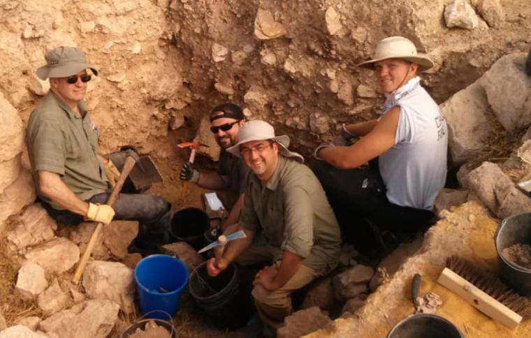 Evans w-Doctoral Students on Dig