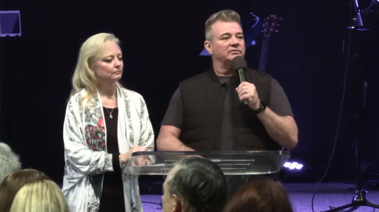 Jeff Jansen (R) and his wife, Jan (L) | YouTube/ Global Fire TV