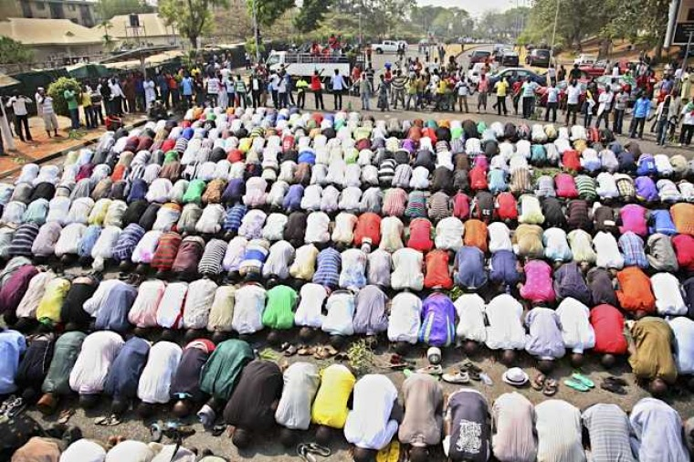 Nigeria - Christians Protest Praying Muslims During Protest