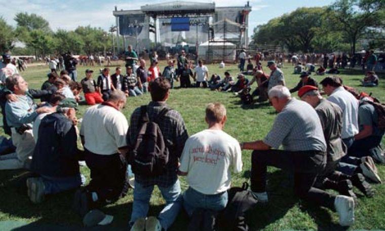 Evagelical Christians praying
