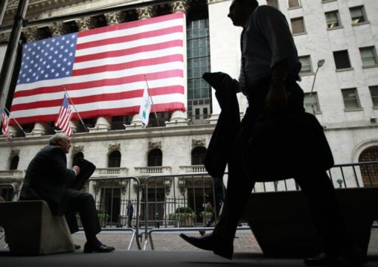 Morning commuters are seen outside the New York Stock Exchange, July 30, 2012. | (Photo: REUTERS/Brendan McDermid)