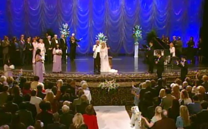 Benny Hinn Remarries in Front of 1,000 People - The