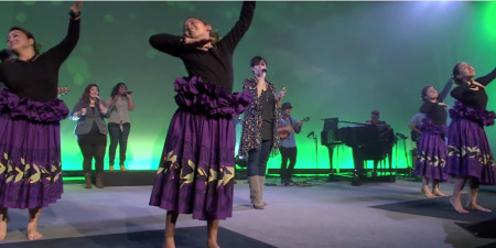 Praise God as Hawaiian Church Sings 'How We Worship' With