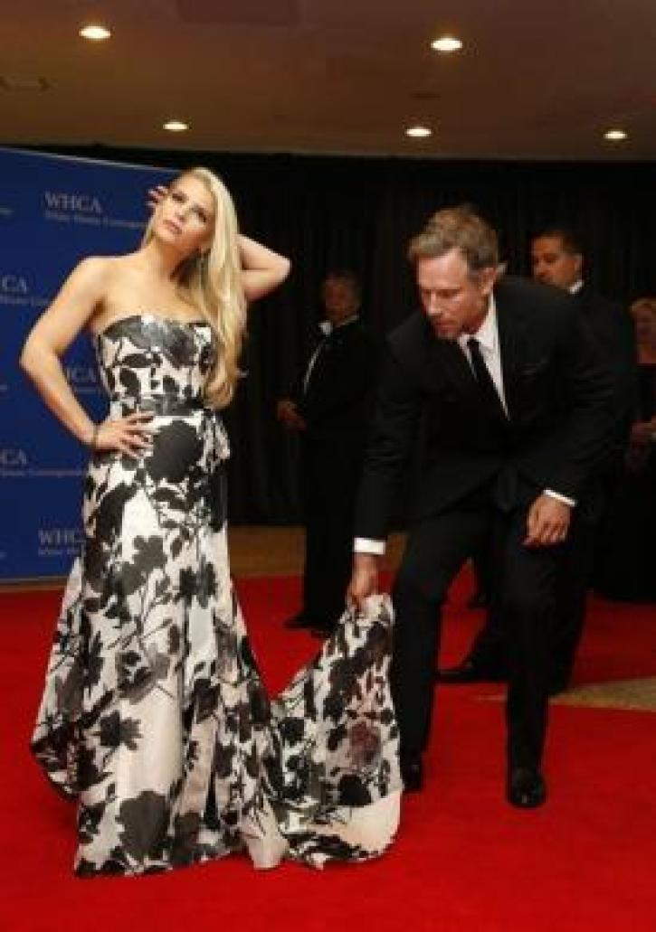 b5fb22ce3ac4 Actress Jessica Simpson is helped with her dress by actor Eric Johnson. |  (Photo: Reuters/Jonathan Ernst)