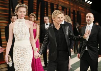 Actress Portia de Rossi (L) and her wife, Oscar host Ellen DeGeneres