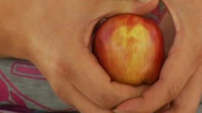 David Durant of Albuquerque, New Mexico holds his unique apple