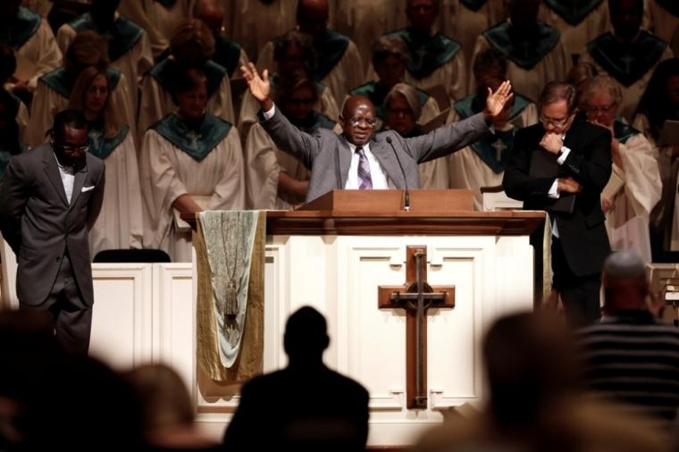Prayer vigil for Thomas Eric Duncan