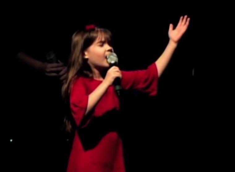 Kaitlyn Maher Praising God