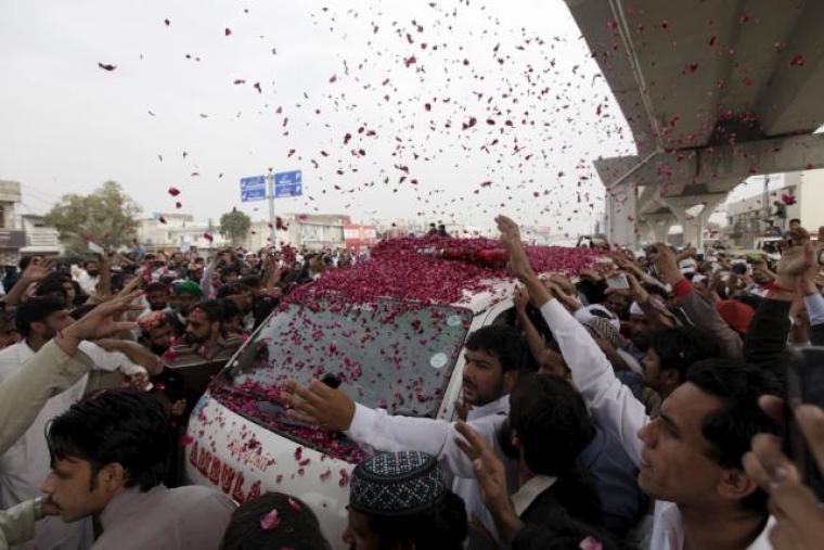 Supporters of Mumtaz Qadri