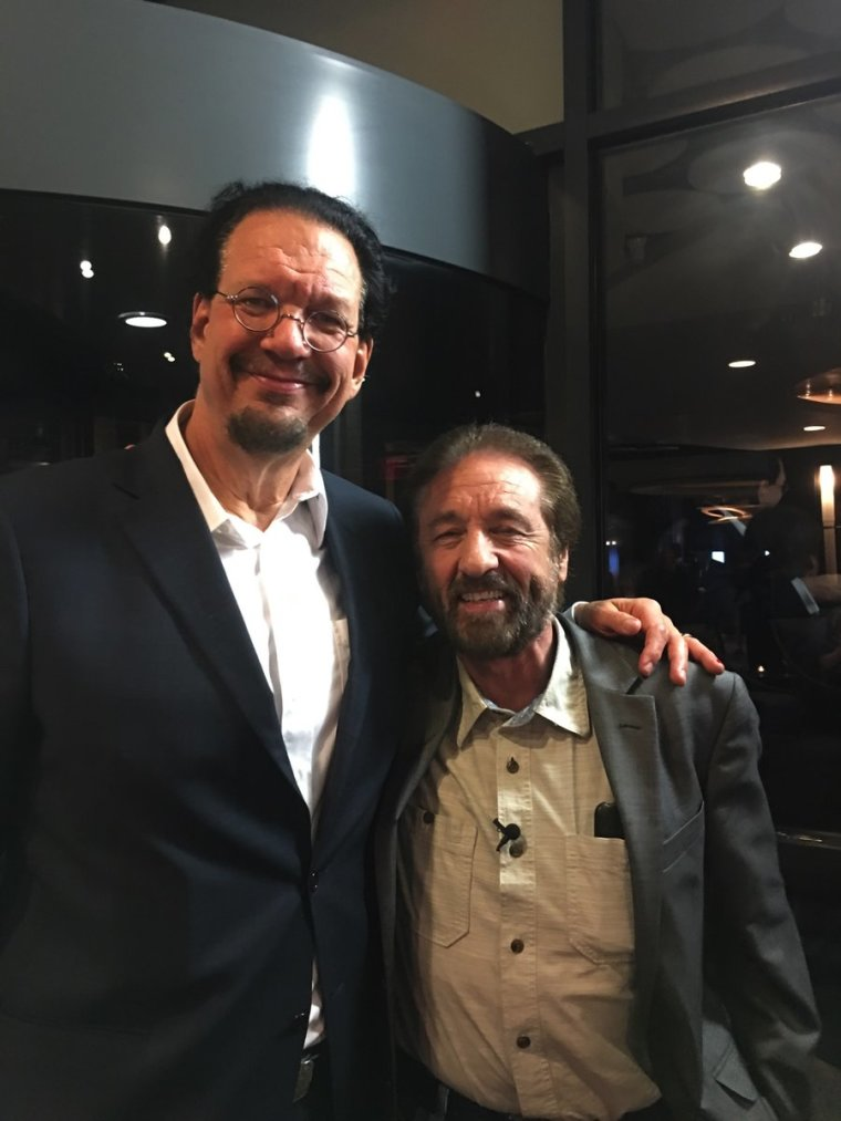 Penn Jillette (L) and Ray Comfort (R)