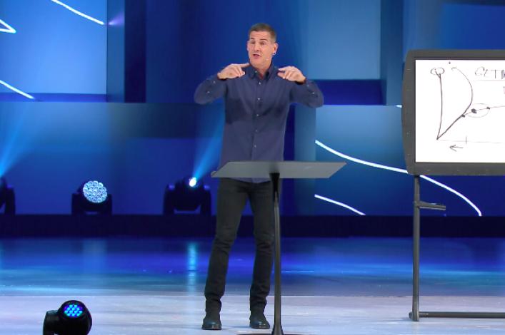 Global Leadership Summit: Pastor Craig Groeschel says good leaders 'think inside the box'