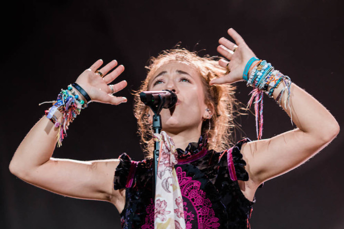 Lauren Daigle performs social distancing version of her song to encourage healthcare workers