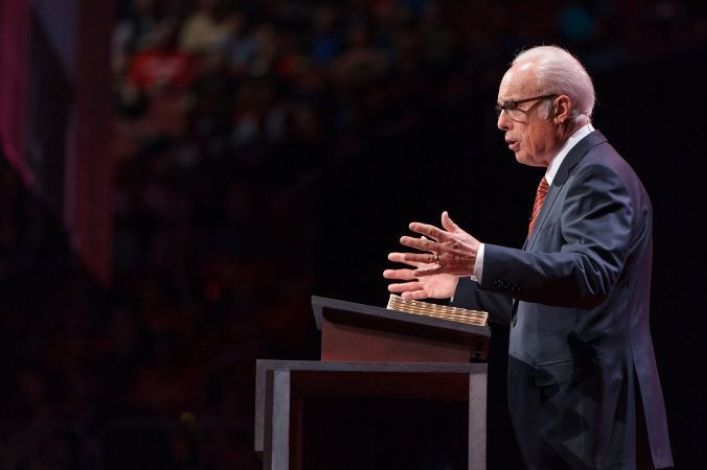 John MacArthur urges churches to challenge gov't and reopen amid pandemic, Andy Stanley disagrees