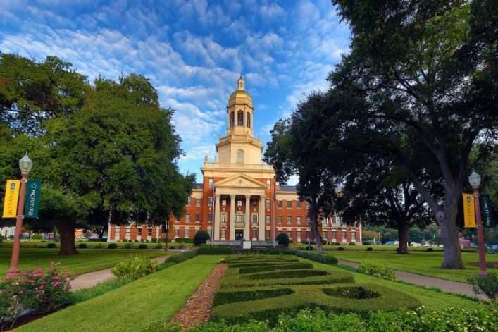 Baylor to erect statues in honor of first black graduates