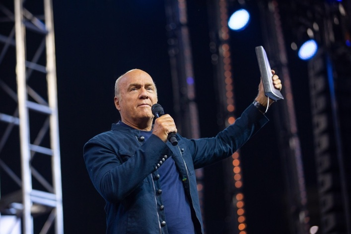 Megachurch Pastor Greg Laurie still can't smell after recovering from COVID-19