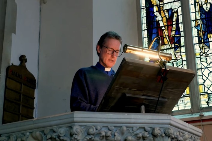 CofE vicar faces firing for hugging parishioner at funeral, going maskless to sing last verse of hymn