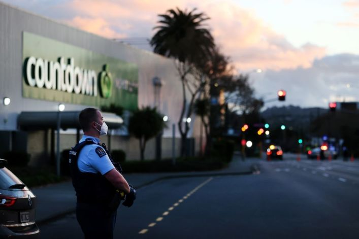ISIS-inspired terrorist stabs 7 at New Zealand supermarket