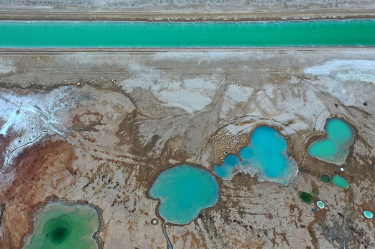 Jordan Valley Authority reveals cause of water near Dead Sea turning red