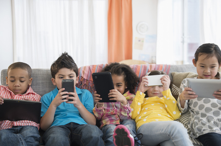 George Barna shares 4 ways Christian parents can combat media's influence in children's lives