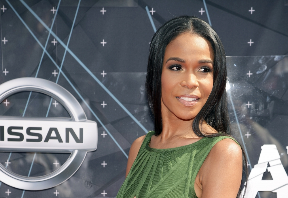 Michelle williams falls on bet nj sports betting ruling out