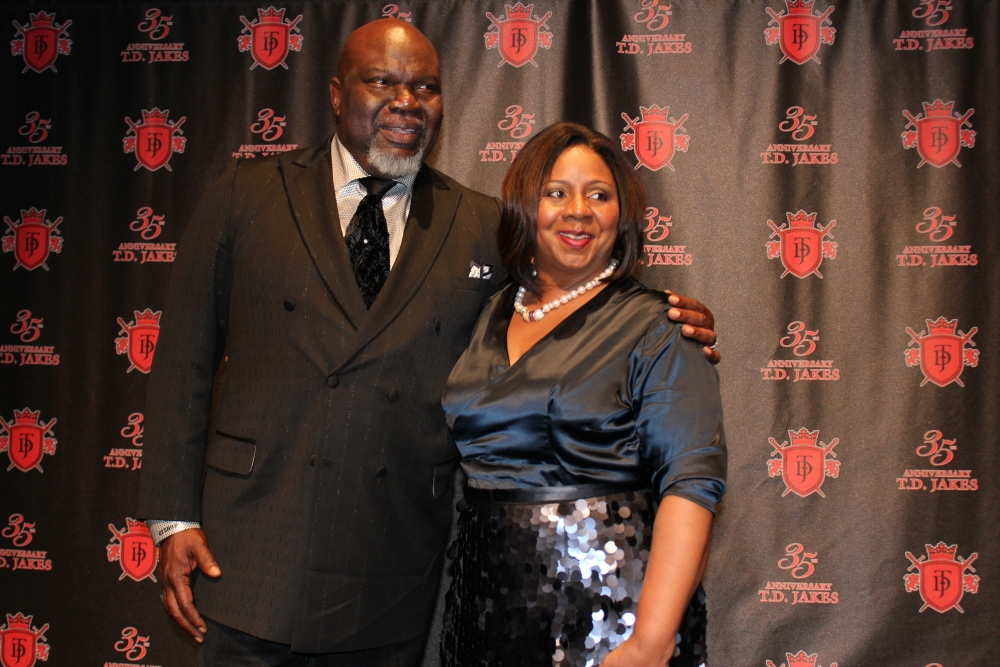 Bishop TD Jakes Honors Wife on 35th Anniversary - The Christian Post