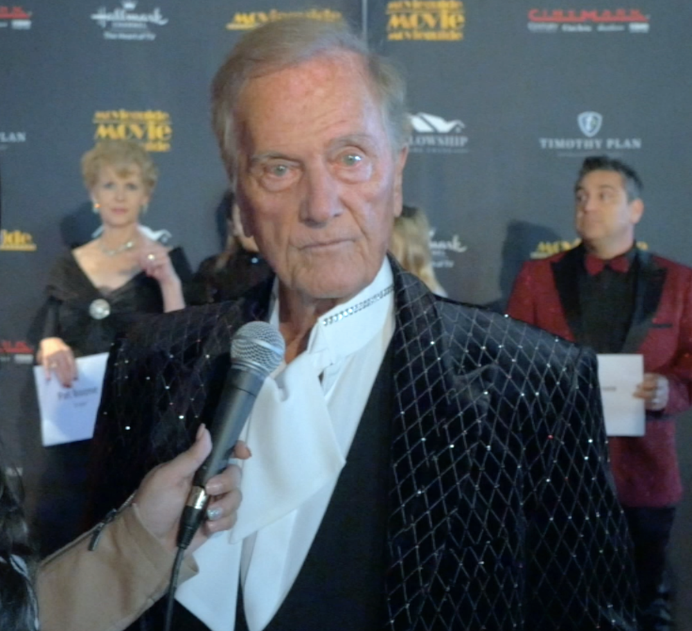 Pat Boone says late wife is watching over him, reveals warning he told Muhammad Ali