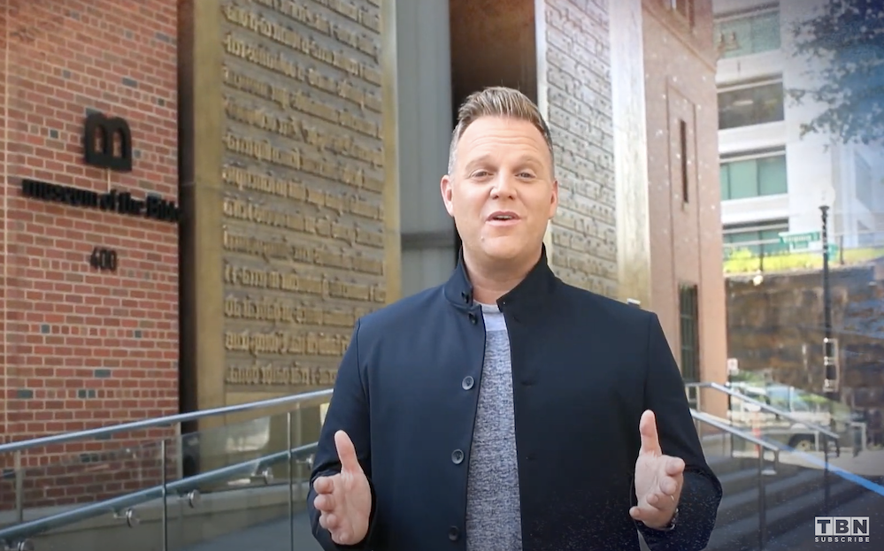 Matthew West to Christians: 'Take heart;' singer hosts 'healing' concert at Museum of the Bible